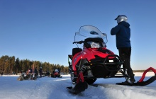 Snowmobile safari (2 participants on each snowmobile)